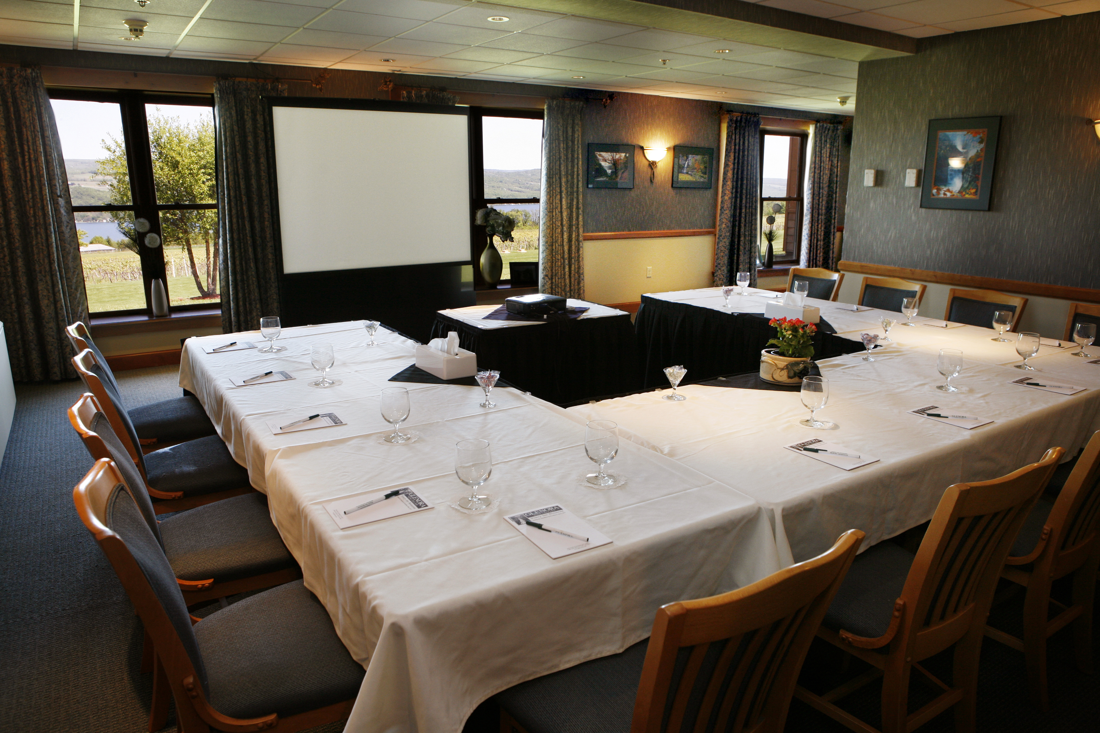 Glenora wine cellars inn meetings and conferences for Wine pictures for dining room