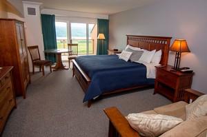 Vintner S Deluxe Guestroom Inn At Glenora Wine Cellars Seneca Lake Lodging